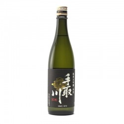 Bottle of Japanese sake Tedorigawa Honryu format 72cl