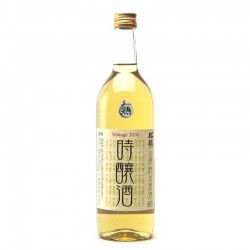 Bottle of japanese sake Jijoshu format 72cl