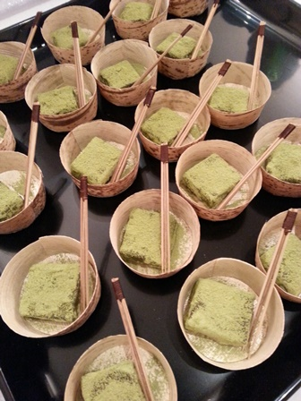 Saké et mochi au thé vert au consulat du Japon - sake and green tea mochi tasting at japanese consulate