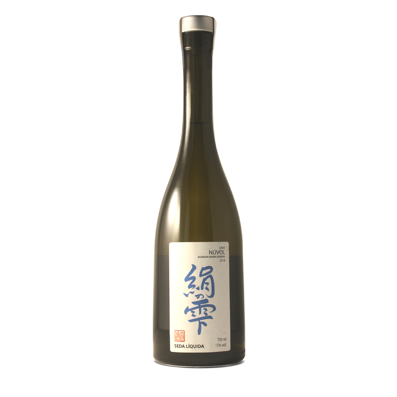 Bouteille de saké japonais Nuvol produit dans les pyrénées