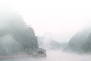 Another view of the Agano River in Niigata, under a thick fog