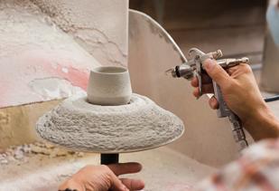 fabrication de la porcelaine japonaise Arita par l'atelier de Kihara
